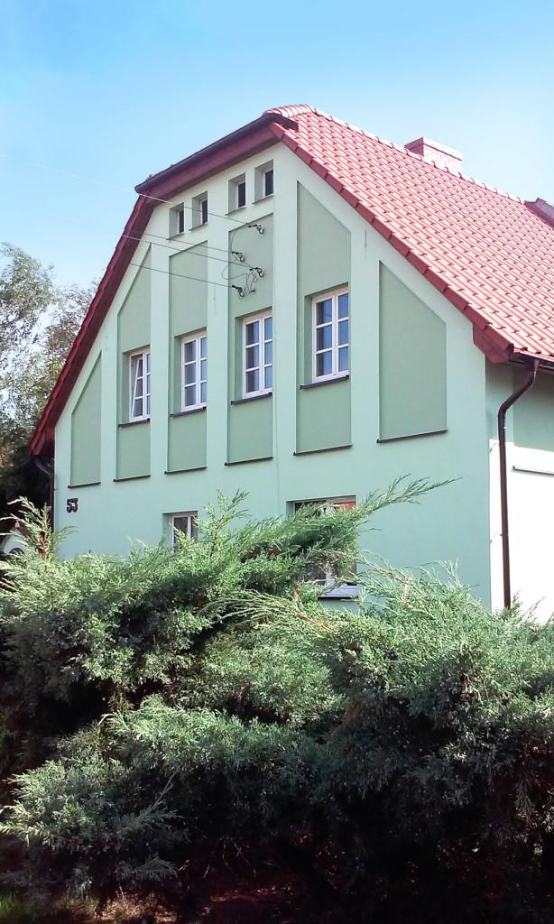 dom odnowiony zielony